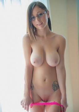 Young Naked - Big Tits Pictures